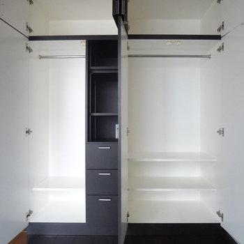 しっかり荷物が入ります!棚があるのも嬉しい。※写真は2階の反転間取り別部屋のものです