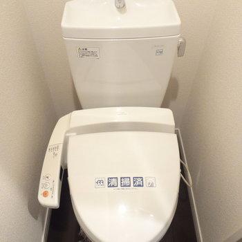 トイレはもちろんウォシュレットつき!※写真は2階の反転間取り別部屋のものです