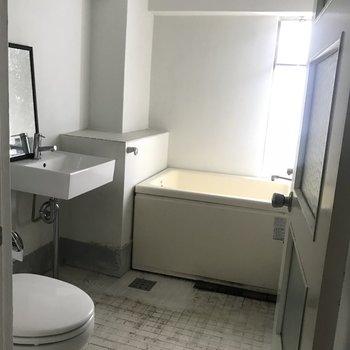 トイレとお風呂は一箇所にまとまってます(※写真は清掃前のものです)