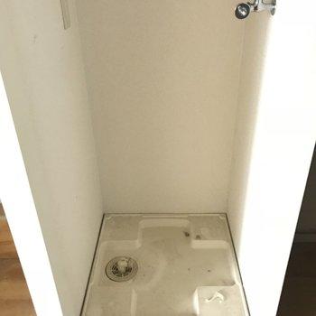 クローゼットの中に洗濯機置き場が隠れてました!(※写真は清掃前のものです)
