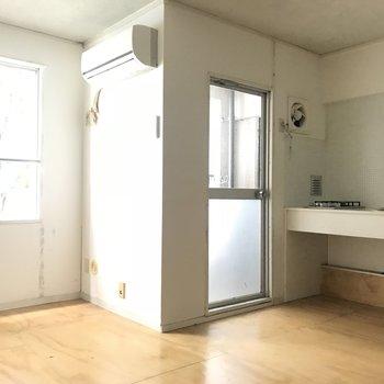 個人的にキッチンの換気扇が可愛くて好きです(※写真は清掃前のものです)