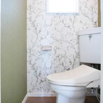 トイレのこの正面の壁紙が癒される