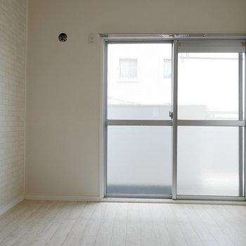 洋室もリビングと統一された内装