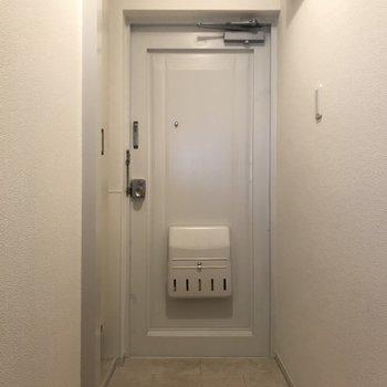 玄関扉はレトロちっく