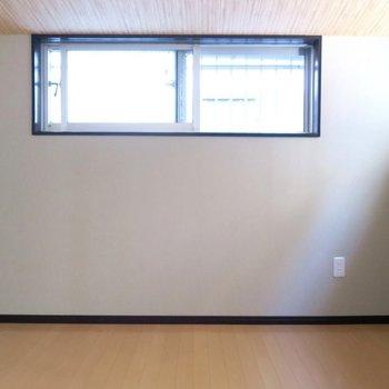 奥のお部屋は窓多めで日差しもしっかり!
