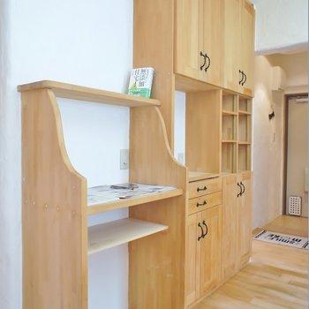 お手製感のある食器棚