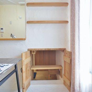 下の収納は、キッチンと繋がってます