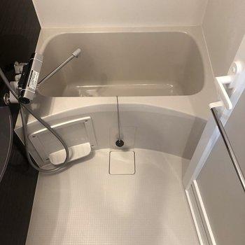 お風呂は広めで一人暮らしには十分そうです