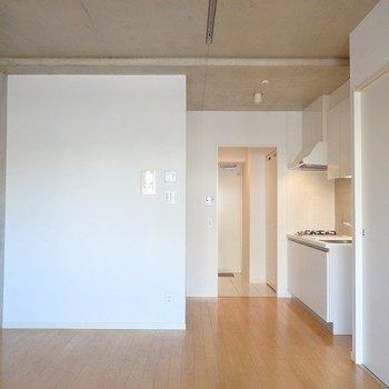窓のほうから。10.9帖はやはり広い。※3階の同じ間取りの別部屋の写真