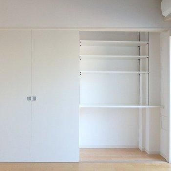 クローゼット(右)※3階の同じ間取りの別部屋の写真