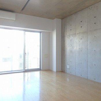 コンクリート打ちっぱなしの壁良くない?※3階の同じ間取りの別部屋の写真