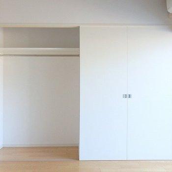 クローゼット(左)※3階の同じ間取りの別部屋の写真
