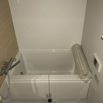 お風呂綺麗です!追い焚き機能付き※2階の同じ間取りの別部屋の写真