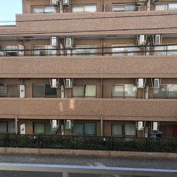 眺望です。向かいのマンションとは離れてます※2階の別部屋からの眺め