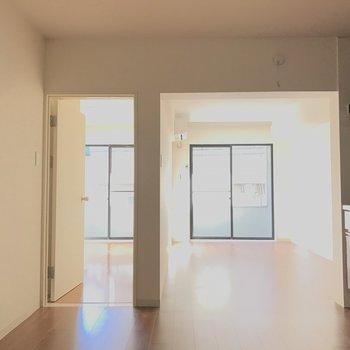 玄関側から※2階の同じ間取りの別部屋の写真