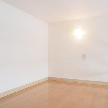 ロフト部分はふたりで寝るのにちょうどいい大きさ※写真は別室です