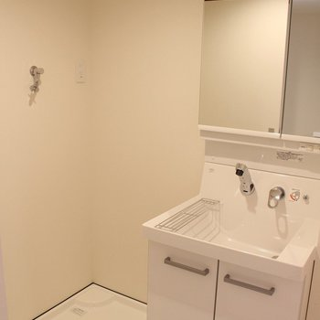 使いやすそうな洗面台! ※3階反転間取り別部屋の写真です