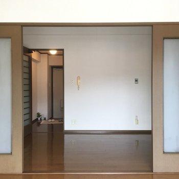 窓側からのアングル(※写真は間取り反転の4階のお部屋のもの)