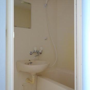 お風呂は2点ユニットタイプ。 ※通電前の写真です