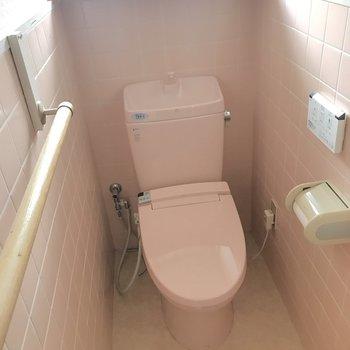 トイレはかわいいピンクでまとまってますよ。