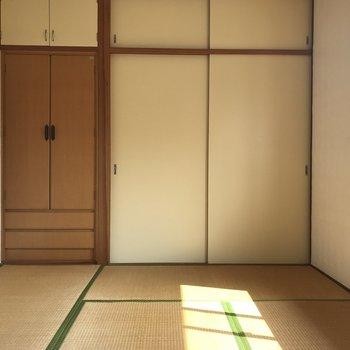 2階にも和室があります。日当たりいいな〜。