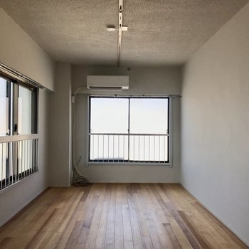 2面の窓で明るいお部屋!
