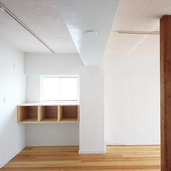 ナチュラルな壁付けシェルフはお部屋の良きアクセント◯