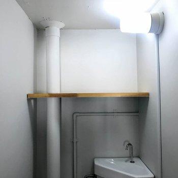 トイレ上の棚が嬉しい!