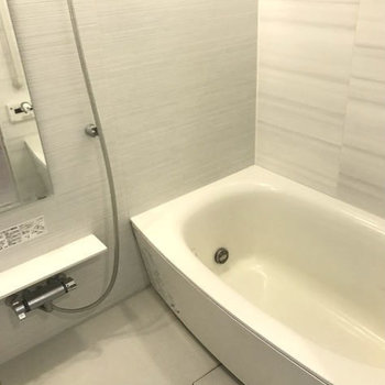 浴室もとってもゆったり!※写真はクリーニング前です。