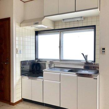 キッチン。コンロは持ち込みです。