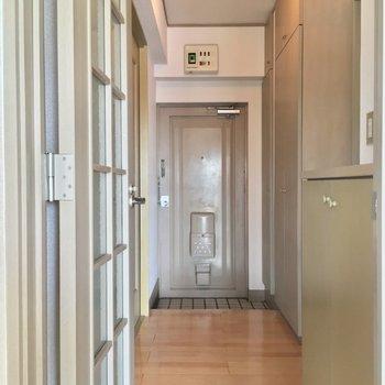 玄関は廊下の1番奥に!広いです※クリーニング前の写真です