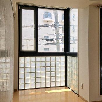 この窓辺がスキすぎる・・・!※クリーニング前の写真です