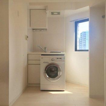 なんと洗濯機が付いてきます※画像はクリーニング前のものです。