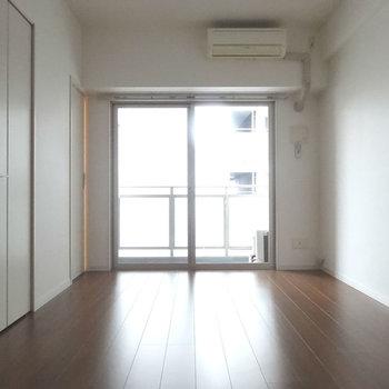 ブラウンと白が大人な雰囲気。※写真は別室です。