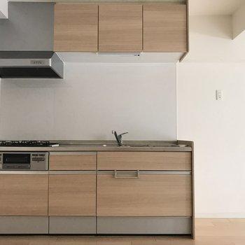 キッチンも優しい色合いです