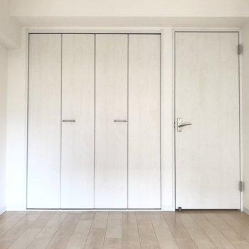 クローゼットの扉も白なのが嬉しいですね
