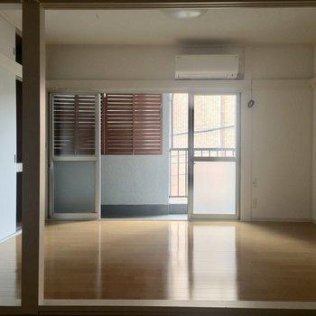 LDKと洋室は、段差でゆるく区切られています※写真は通電前のものです。