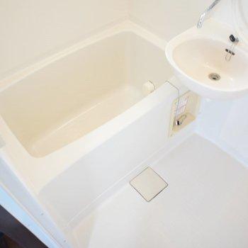 お風呂と洗面は同室です。