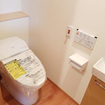 トイレにはミニ洗面台が。※前回募集時の写真です