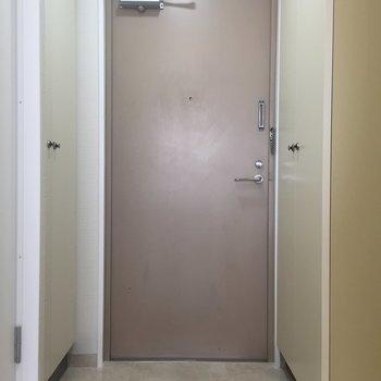 レトロな玄関です。
