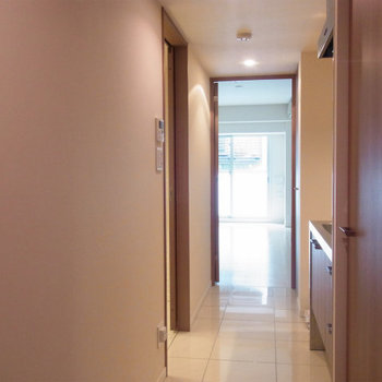 玄関から※2階の同間取り別部屋のものです