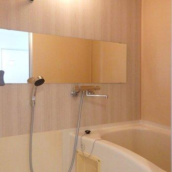 お風呂はシート張りと水栓交換でリニューアル