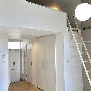 この天井高。ワンルームですが非常に開放的です
