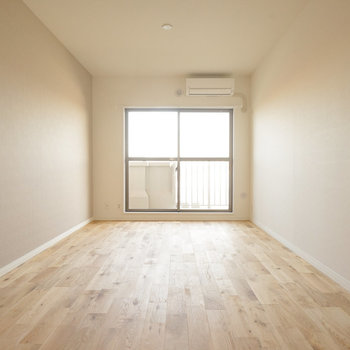 明るいリビング!※同間取り別部屋の写真です。