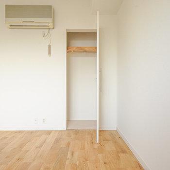 コンパクトですが収納も。※同間取り別部屋の写真です。