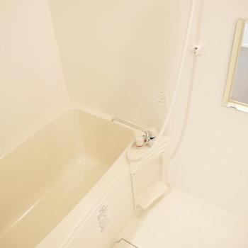 お風呂はこちら。 ※2階同間取り別部屋の写真です