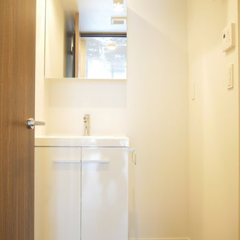 洗面台は独立してます。 ※2階同間取り別部屋の写真です