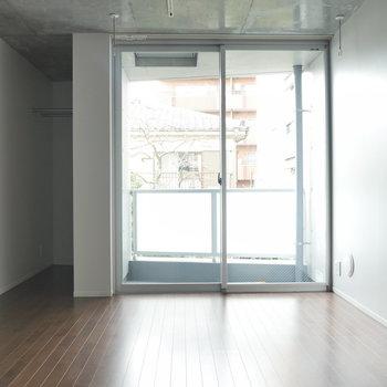 お部屋はこんな感じ。キレイ ※2階同間取り別部屋の写真です