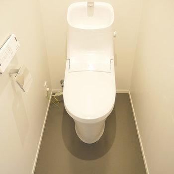 トイレはこちら。 ※2階同間取り別部屋の写真です