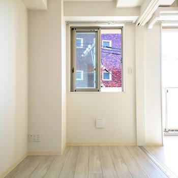 こちらは3.8帖ほど。寝室にしたい。※写真は4階の同じ間取りのものです